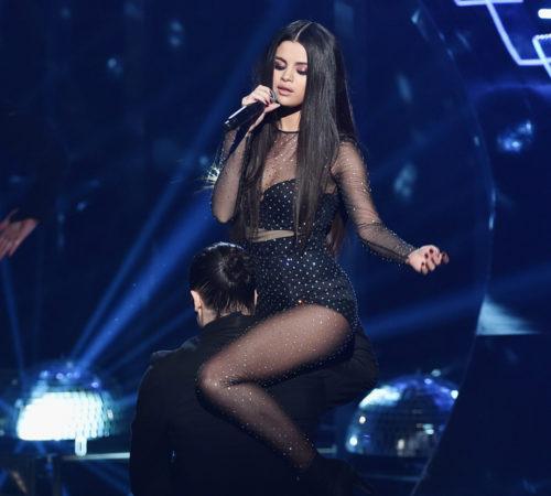 Selena Gómez sufrió accidente en pleno concierto