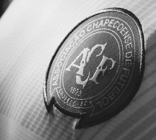 'FIFA 17' obsequia placas emblemáticas en honor a la tragedia Chapecoense