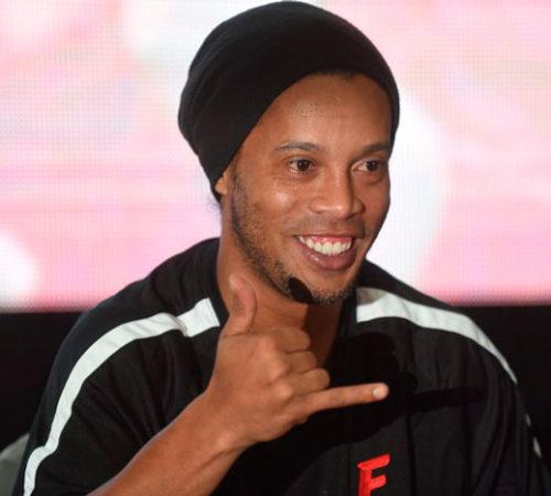 ¡Ronaldinho quiere jugar gratis en el Chapecoense!
