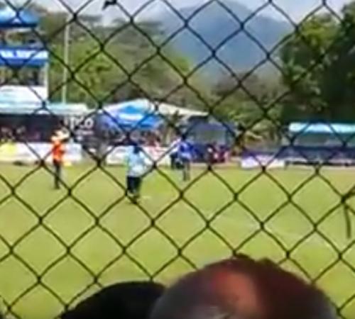 [VIDEO] Equipo de fútbol fue acusado de haber hecho brujería en pleno partido
