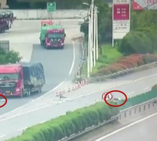 [VIDEO] ¡Increíble! Sobrevivieron milagrosamente tras un choque en una autopista