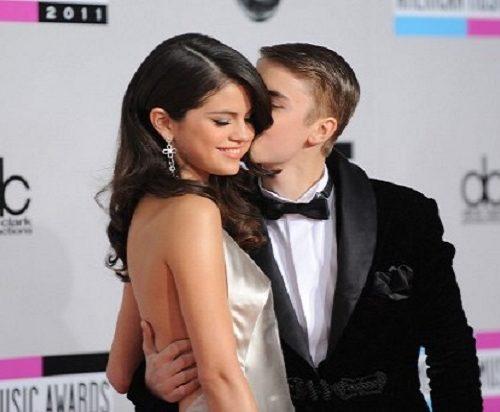 ¡Volvieron! Selena Gómez y Justin Bieber se besaron en público