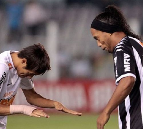 Neymar le dedicó un emotivo mensaje de despedida a Ronaldinho