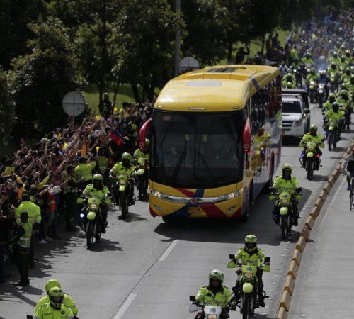 ¿Por qué los jugadores de la Selección no salieron del bus para su bienvenida?