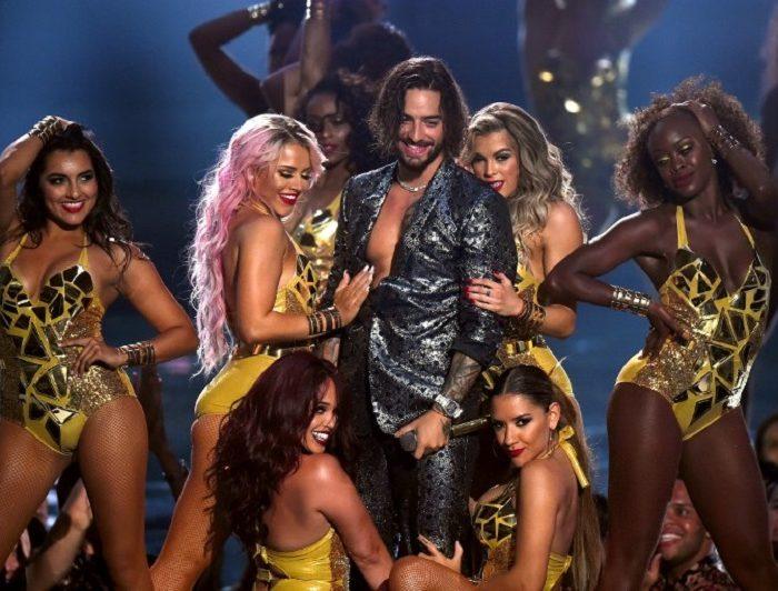 Maluma y su polémico beso con una bailarina en los MTV Video Music Awards