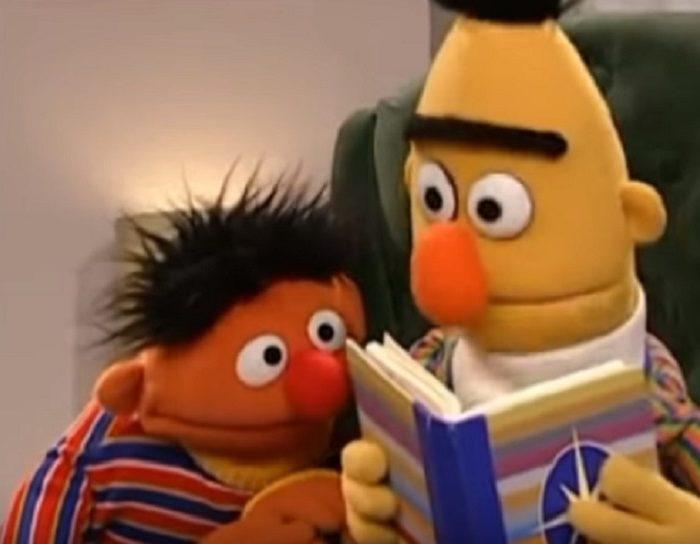 Guionista de Plaza Sésamo confirma que Enrique y Beto son novios