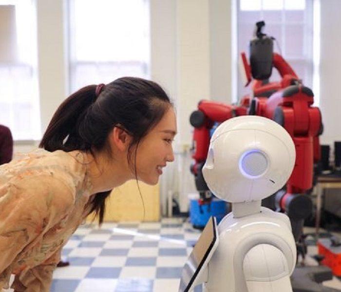 Japoneses presentaron un robot que ayuda a vencer la soledad