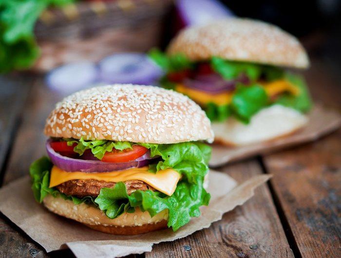 Comer hamburguesas de grillo, la nueva iniciativa en Europa
